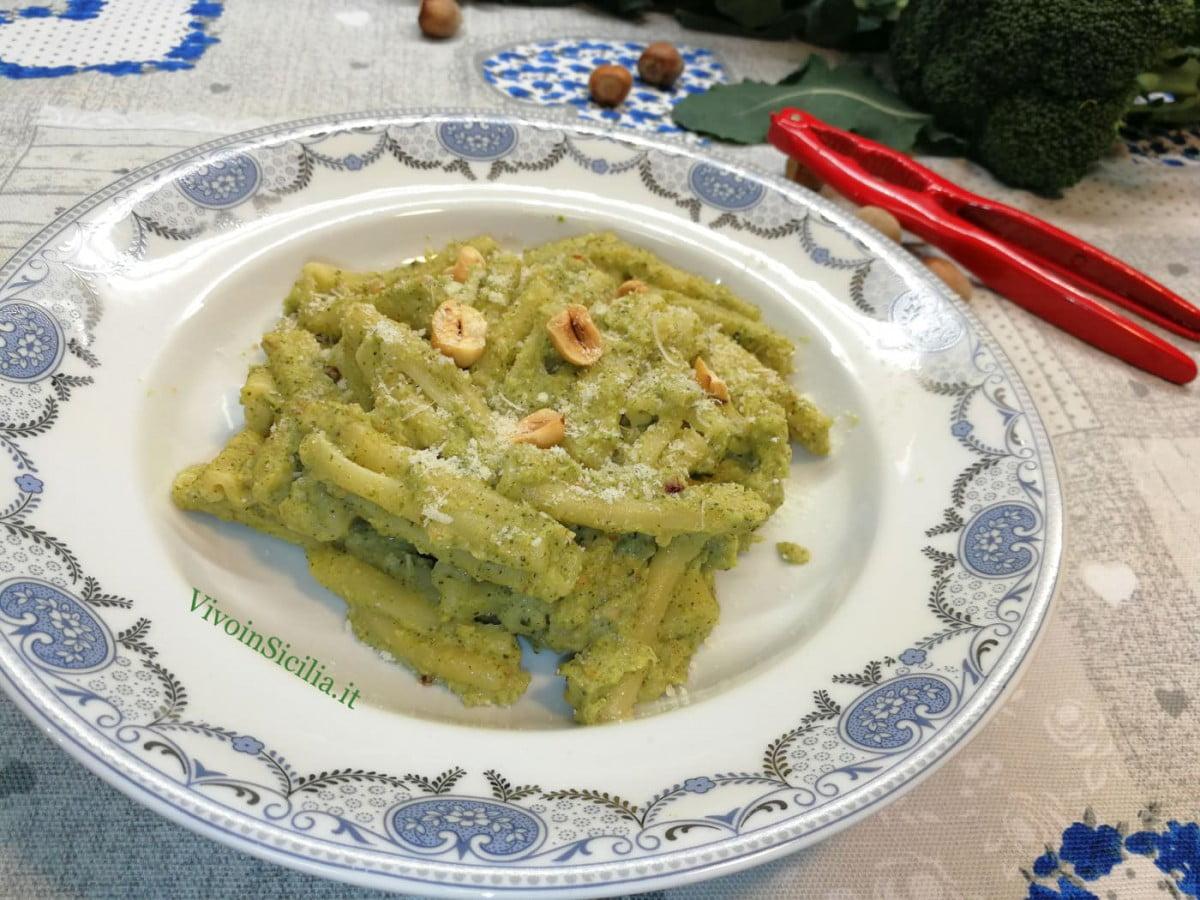 pasta con broccoli e nocciole